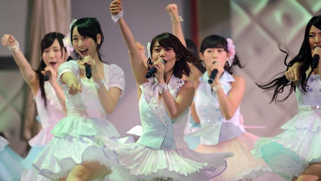 164790-japan-pop-group-akb48